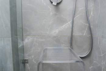 ספסל יוקרתי דמוי זכוכית - מקט 300 (רוחב 35, עומק 35, גובה 45)