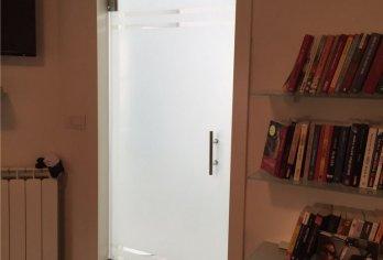 דלת זכוכית מט