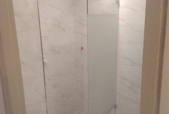 מקלחוני שטרן בבית מלון רויאל בירושלים