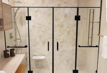 מקלחון עם פרזול שחור