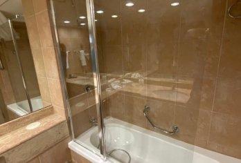 מקלחוני שטרן בבית מלון לאונרדו באר שבע