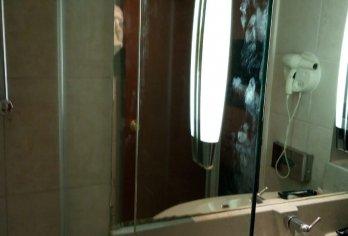 מקלחוני שטרן בבית מלון לאונרדו ירושלים