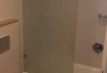 מקלחוני שטרן בבית מלון רמדה בירושלים